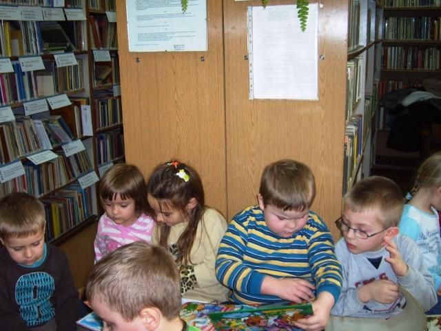 Filia Ciągowice - Wizyta przedszkolaków w bibliotece - magiczne okienka