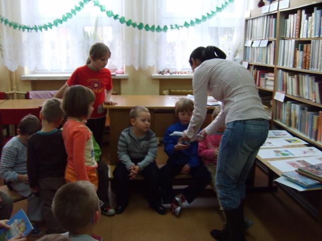 Filia Ciągowice - Wizyta przedszkolaków w bibliotece - upominek