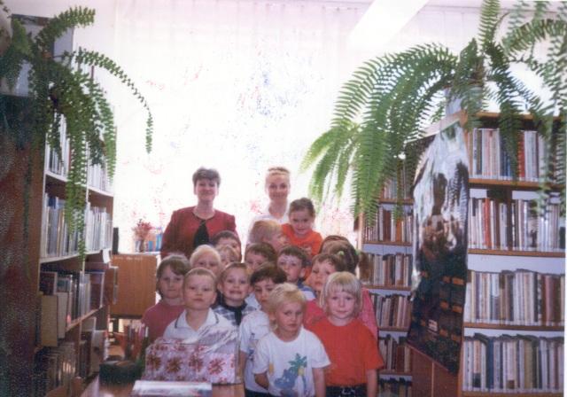 Filia w Grabowej - Lekcja biblioteczna dla przedszkolakow (maj 2000 r.)