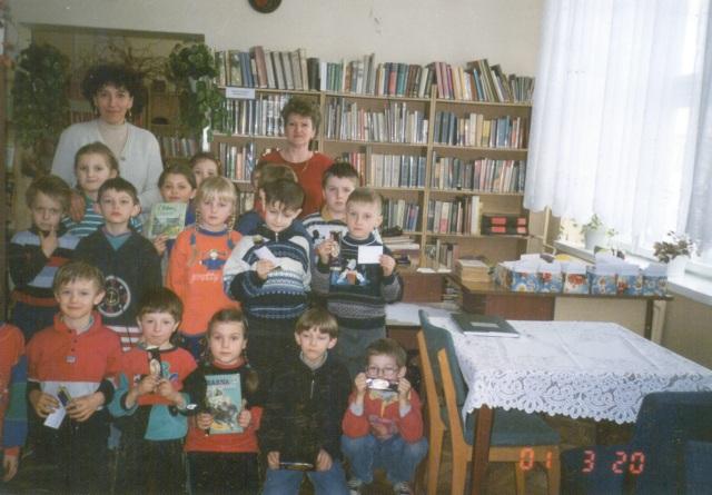 Filia w Niegowonicach - lekcja biblioteczna dla uczniow (marzec 2001 r.)