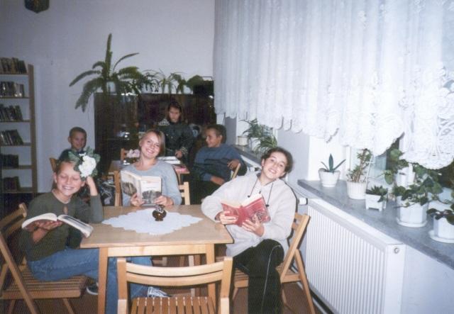 Filia w Rokitnie Szlacheckim - lekcja biblioteczna dla uczniów (wrzesien 2001 r.)