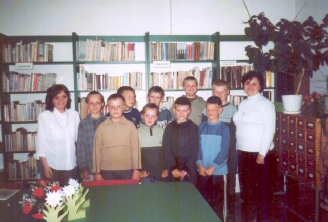 Lekcja biblioteczna dla uczniów klas czwartych (maj 2003 r.)