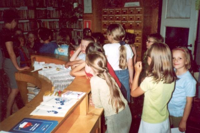 Lekcja biblioteczna dla uczniów klas pierwszych (czerwiec 2003 r.)