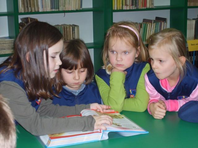 Lekcja biblioteczna - zwierzęta prehistoryczne (listopad 2007 r.)