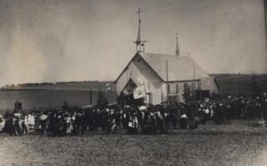 Fotografia - uroczystości kościelne przy kaplicy w Łazach