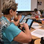 Uczestnicy warsztatów Tablet w użyciu