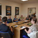 Bezpieczeństwo w internecie- rozmowa seniorów w grupie 1