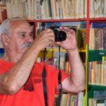 Uczestnik warsztatów robiący zdjęcie