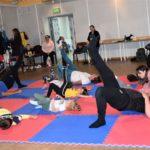 Ćwiczenia rozciągające w grupie 2