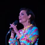 Olga Bończyk w trakcie koncertu - portret