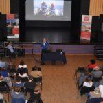 Widok z góry na publiczność spotkania z Krzysztofem Wielickim
